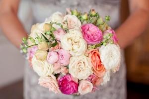 свадебный букет невесты с цветами пиона
