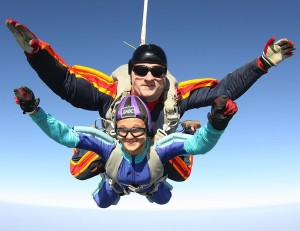 подарок на годовщину - сертификат на прыжок с парашютом