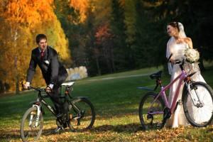 фотосъемка молодоженов на велосипедах
