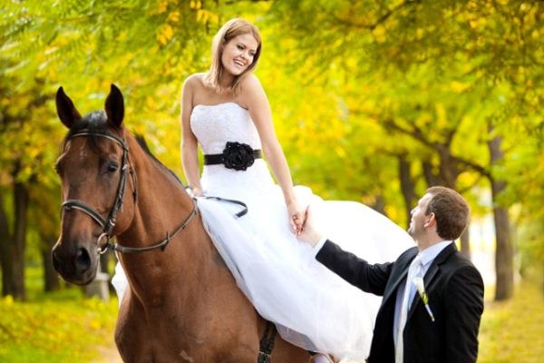 фотосессия невесты на лошади