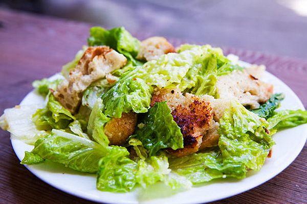 салат для дня рождения Цезарь
