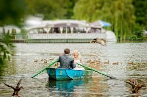 фотосъемка жениха и невесты в лодке