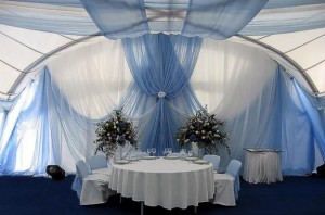 украшение свадебного зала тканью