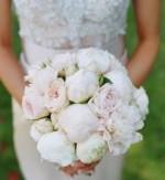 свадебные букеты из белых пионов