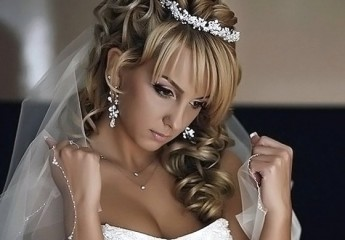 прически для невесты на день ее свадьбы