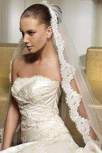 сочетание платья невесты и ее прически