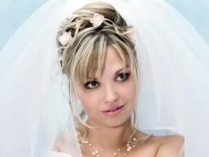 прическа с челкой для невесты