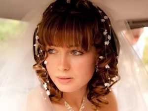 свадебная прическа с челкой для коротких волос