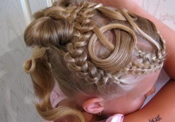 причёски девочке на выпускной 4 класс