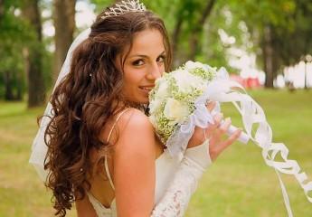 прическа на свадьбу сделанная своими руками