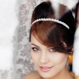 стрижка на свадьбу с челкой