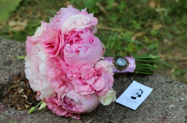 букет для невесты из пионов розового цвета
