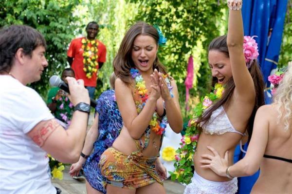 день рождения проводимый в гавайском стиле