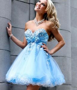 короткое пышное платье для блондинки