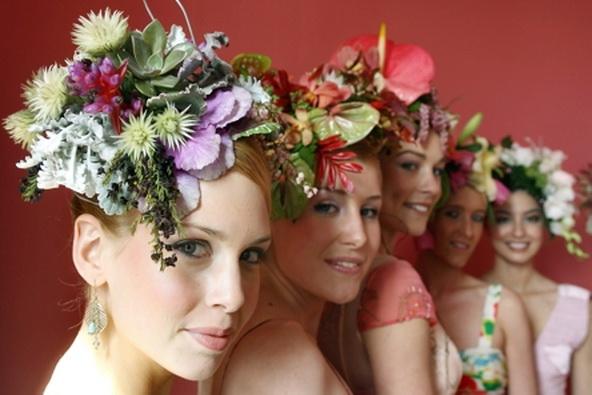 свадебная прическа с полевыми цветами