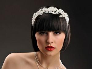 невеста с короткими волосами и диадемой