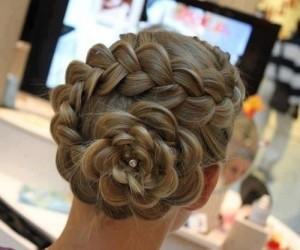 прическа на свадьбу - роза