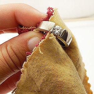 как ухаживать за надписью на обручальном кольце