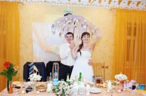 Денежный зонт в подарок жениху и невесте