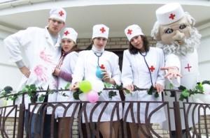 доктор медсестра и медбрат на выкупе