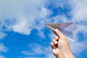 конкурс с бумажным самолетиком