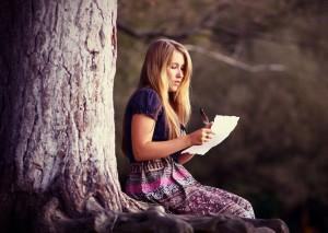 жена пишет письмо мужу