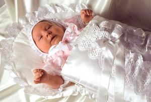 что выбрать и подарить новорожденной девочке