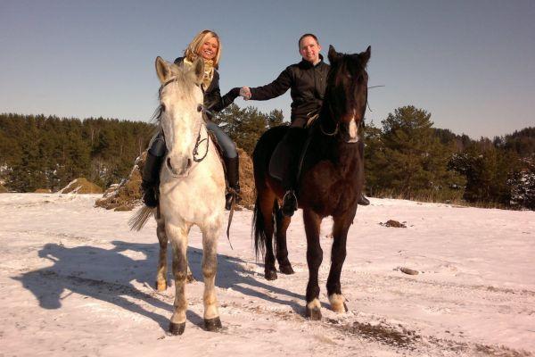 прогулка на лошадях - сюрприз для мужа