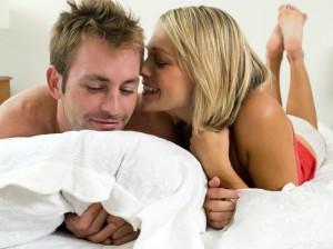 жена поздравляет мужа с днем бракосочетания