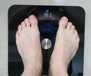 медбрат отправляет жениха на весы