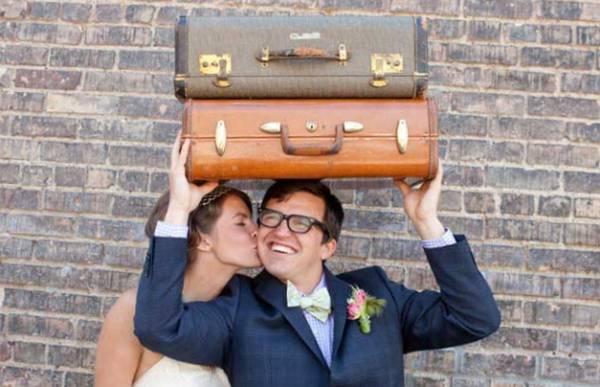 чемоданы как аксессуар для свадебной фотосессии