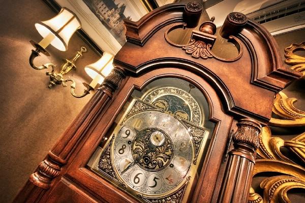 интерьерные часы в подарок