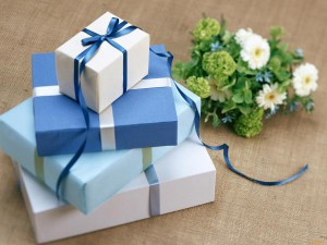 что дарят гости на жемчужную свадьбу