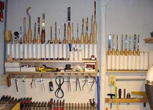 набор профессиональных инструментов для обработки дерева