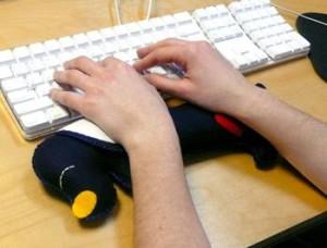 подушка-подставка компьютерщикам