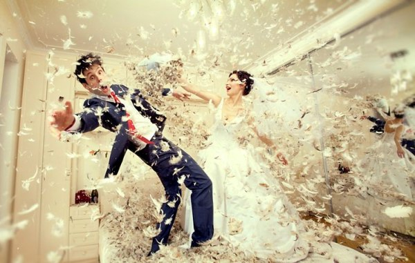 перья и подушки для фото на свадьбу