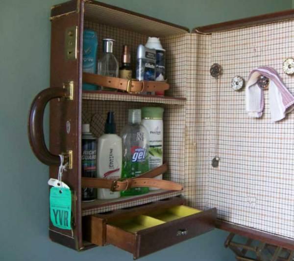 шкафчик для ванной из чемодана