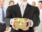 что подарить мужчине коллеге на день рождения