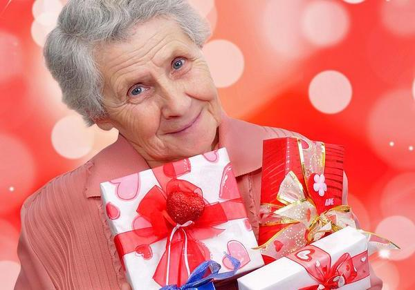 подарки бабушке тянущейся к знаниям