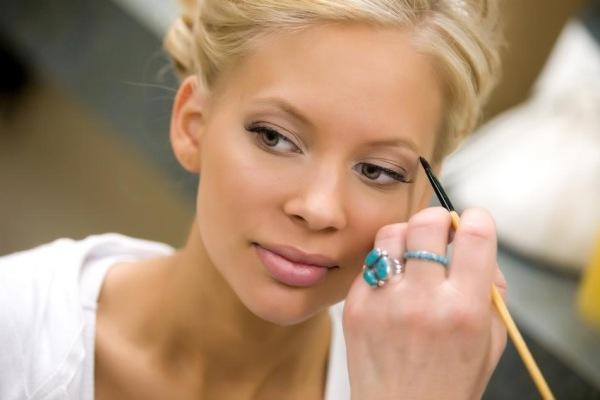 макияж не может обойтись без подводки