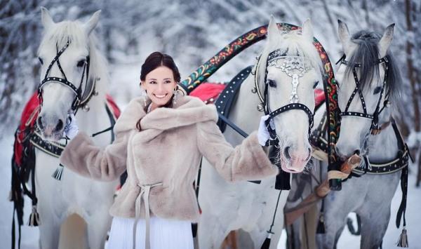три белых коня - свадебная фотосессия