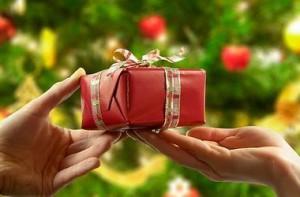 Выбор подарка маме с учетом ее возраста