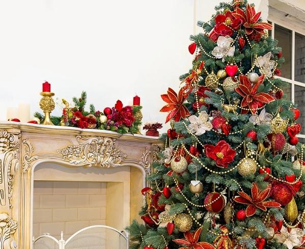 украшение новогодней елки цветами