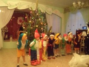 баба яга поет песни на новый год в детском саду