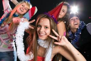 веселое празднование нового года с песнями