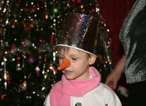 делаем нос для новогоднего наряда снеговика