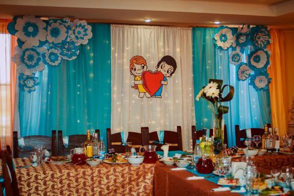 декор помещения на свадьбу в стиле love is