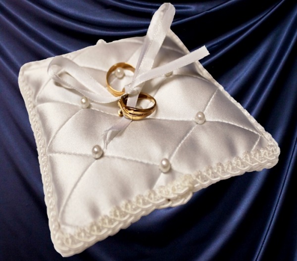 Подушечка для колец на венчание