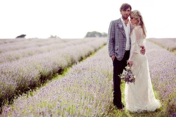 свадебное платье и костюм в стиле прованс
