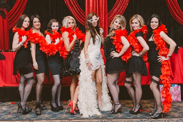 что надеть невесте на свадьбу в стиле Мулен Руж